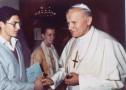 Philippe Baudassé,élève en Terminale A,a la privilège d'assister à la messe matinale célébrée par Sa Sainteté le pape Jean-Paul II dans sa chapelle privée.