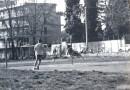 Philippe Agulhon, célébrissime gardien de buts de la Terminale D 1983-1984, dans ses oeuvres. La photo fut prise dans le Stade Charles Prévost, et immortalise un de ses plongeons historiques.